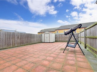 4 bedroom end of terrace house in Chatham