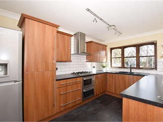 4 bedroom semi-detached house in Larkfield