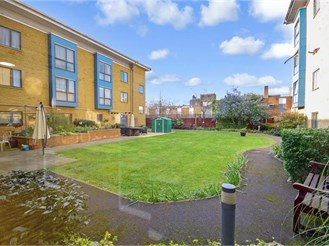 1 bedroom ground floor retirement flat in East Ham, London