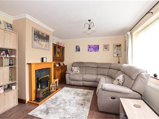 3 bedroom semi-detached house in High Halstow, Rochester