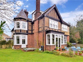 6 bedroom attached house in Tonbridge