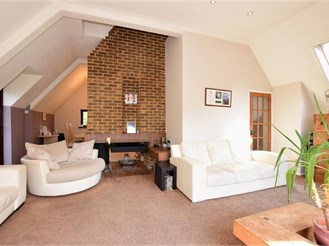 4 bedroom detached house in Walderslade, Chatham