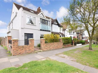 5 bedroom semi-detached house in Rochester