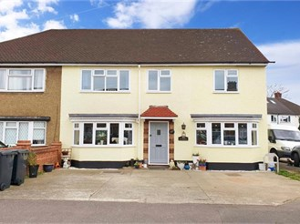 5 bedroom semi-detached house in Loughton