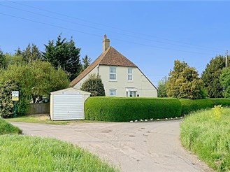 5 bedroom detached house in Worth, Deal
