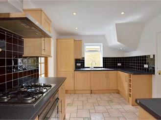 4 bedroom detached house in East Peckham, Tonbridge