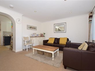 4 bedroom link-detached house in Leybourne, West Malling