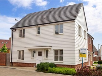 3 bedroom semi-detached house in Ashford