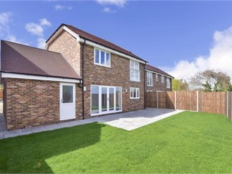 4 bedroom detached house in Cliffe, Rochester