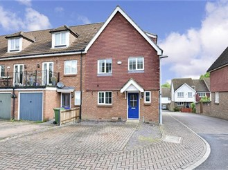 5 bedroom end of terrace house in Faversham