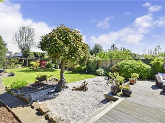 4 bedroom detached bungalow in Whitfield, Dover