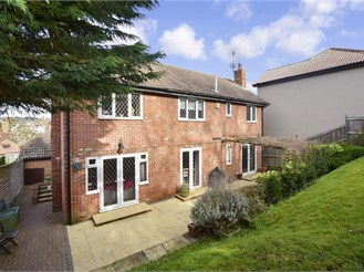 5 bedroom detached house in Maidstone