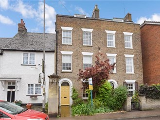 4 bedroom town house in Halling, Rochester