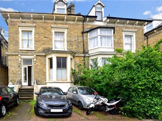 2 bedroom ground floor apartment in Dover