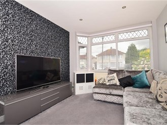 4 bedroom semi-detached house in Welling