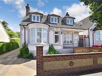 4 bedroom chalet bungalow in Strood, Rochester