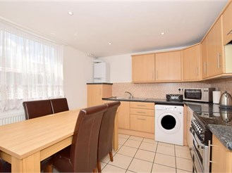 3 bedroom town house in Harold Hill