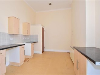 2 bedroom flat in Dover