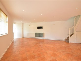 2 bedroom semi-detached house in Gravesend
