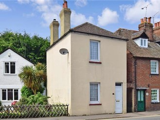 2 bedroom detached house in Sturry, Canterbury