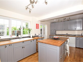 5 bedroom detached house in Shepherdswell, Dover