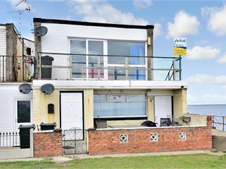 2 bedroom top floor maisonette in Leysdown-On-Sea, Sheerness