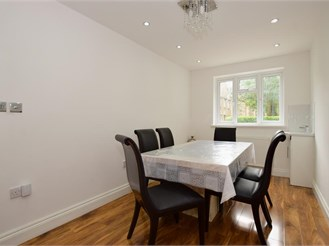 5 bed semi-detached house in London E6