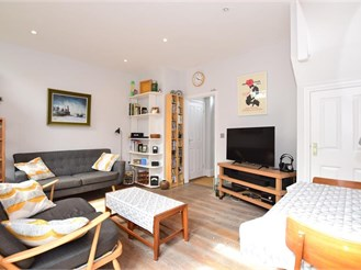 2 bedroom semi-detached house in Whitstable