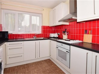 2 bedroom first floor apartment in River, Dover