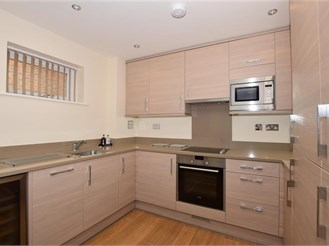 2 bedroom top floor apartment in Billericay