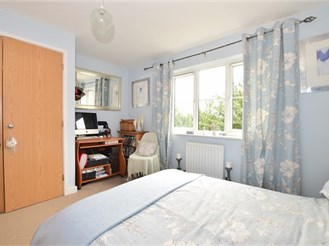 2 bedroom terraced house in Rochester