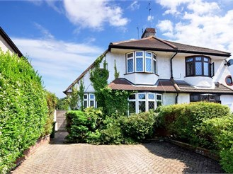 3 bedroom semi-detached house in London SE2
