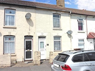 2 bedroom terraced house in Chatham