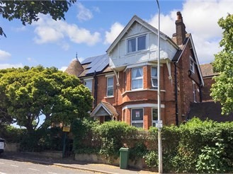 9 bedroom detached house in Folkestone