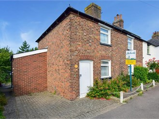 4 bedroom semi-detached house in Wingham, Canterbury