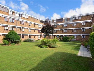 2 bedroom second floor flat in Birchington