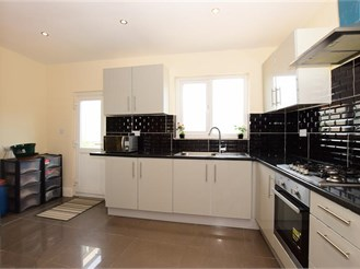 3 bedroom end of terrace house in London E6