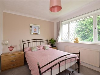 3 bedroom detached house in West Kingsdown, Sevenoaks