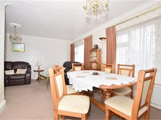 2 bedroom detached bungalow in Leysdown-On-Sea, Sheerness