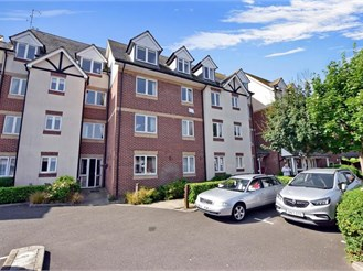 1 bedroom third floor retirement flat in Hythe