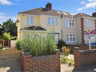 4 bedroom semi-detached house in Elm Park, Hornchurch