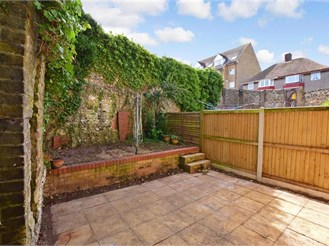 2 bedroom end of terrace house in Dover
