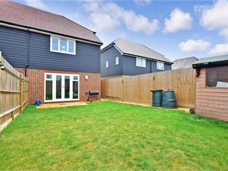 3 bedroom end of terrace house in Sittingbourne