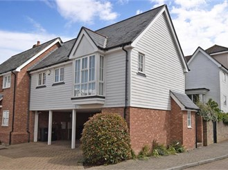 1 bedroom top floor apartment in Kings Hill, West Malling