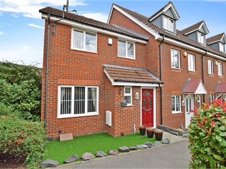 3 bedroom end of terrace house in Hoo, Rochester