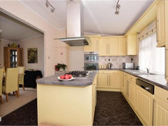 2 bedroom park home in Farley Green, Guildford