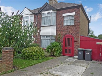 3 bedroom semi-detached house in Bluebell Hill, Chatham