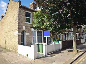2 bedroom ground floor flat in Plaistow, London