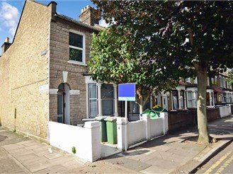 2 bedroom top floor converted flat in Plaistow, London