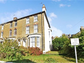 5 bedroom end of terrace house in Dover